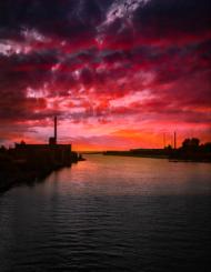Zachód słońca nad zatoką.