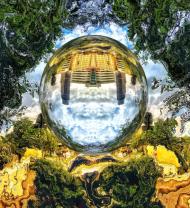 Świat w krystalicznej kuli.