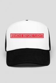 Czapka Remove Before Flight
