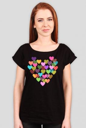 Luźny t-shirt damski w serduszka
