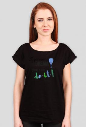Luźny t-shirt damski z motywacyjnym cytatem