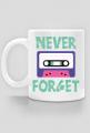 "Kubek z napisem ""Never Forget"" i kasetą magnetofonową, pomysł na prezent dla informatyka, programisty"